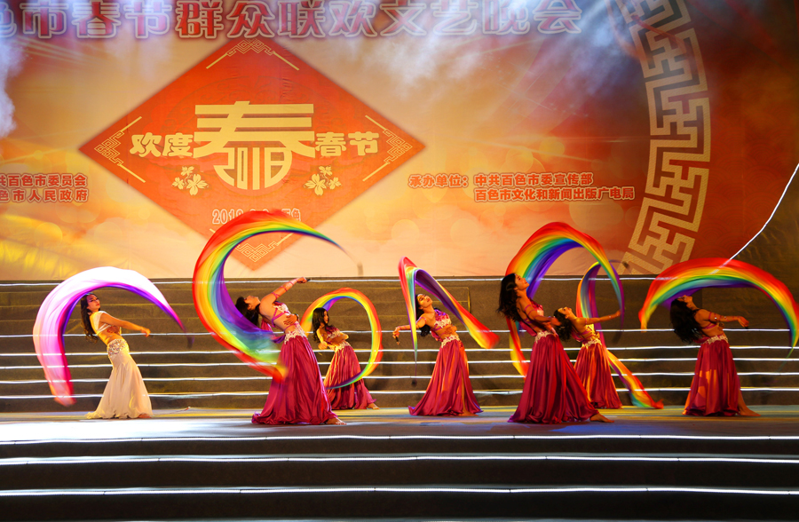 2018年百色市春节群众联欢文艺晚会精彩上演(图)