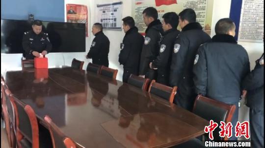 男子车祸后身亡家属代捐器官 民警捐款献爱心 警方提供