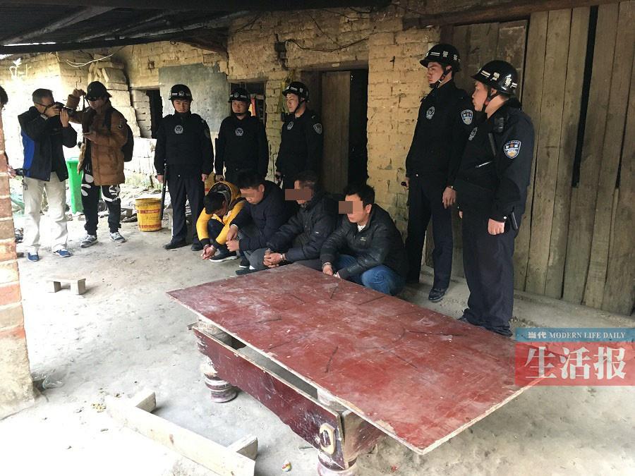 南宁市西乡塘警方查处老口村赌博窝点 抓获25人