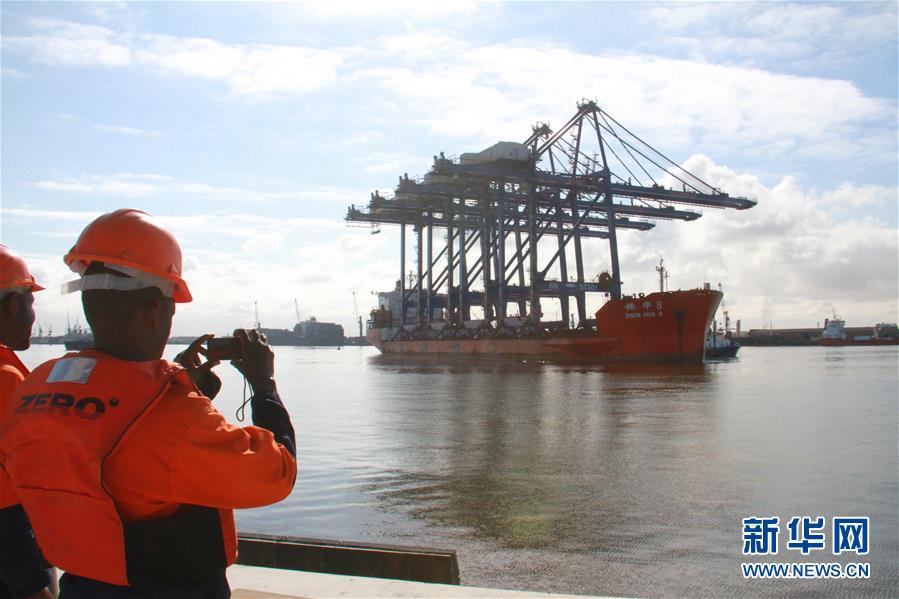 (国际)(1)纳米比亚沃尔维斯湾码头岸桥到港