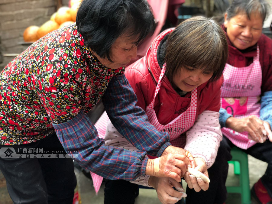 """【网络媒体走转改】梧州:村里""""年味""""别样浓"""
