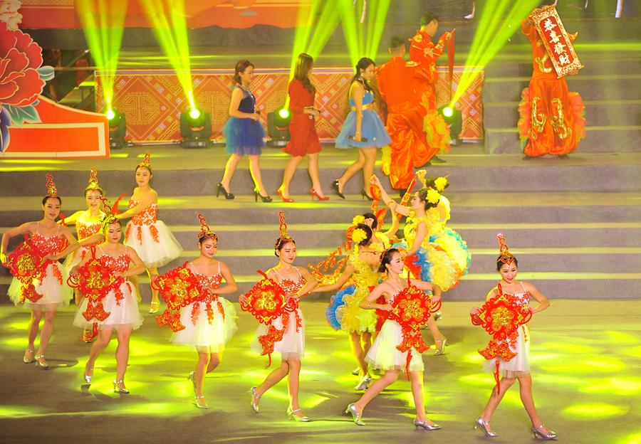 百色右江区举行春节联欢晚会 精彩节目轮番上演
