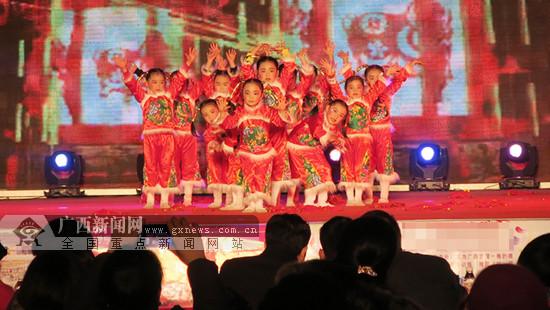 田阳:少年儿童欢歌起舞迎春贺岁(图)