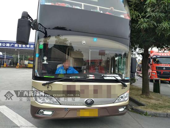 田东:大型卧铺客车超员 司机被罚200元扣6分(图)