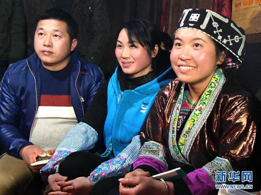 """(社会)(5)苗乡侗寨:""""火塘夜话""""谋划振兴路"""