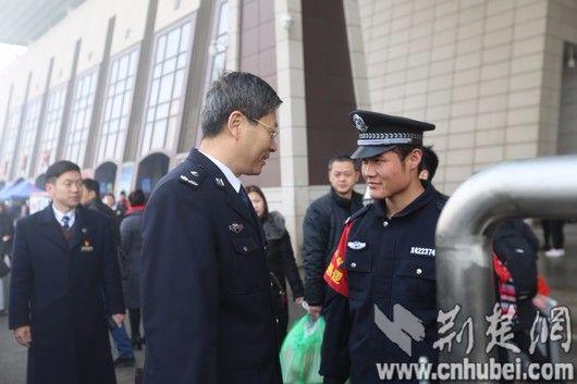 """193名警院学子守护武汉春运 舍小家只为""""万家团圆"""""""