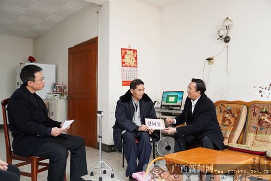 南宁市中院领导班子走访慰问离退休干部