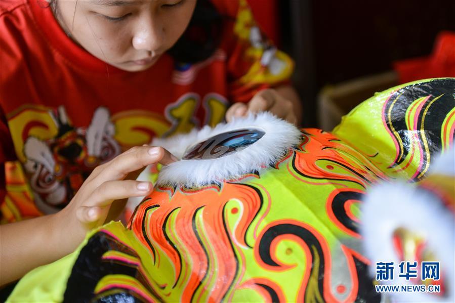 (国际・编辑连线)(3)萧斐弘:马来西亚的舞狮带路人