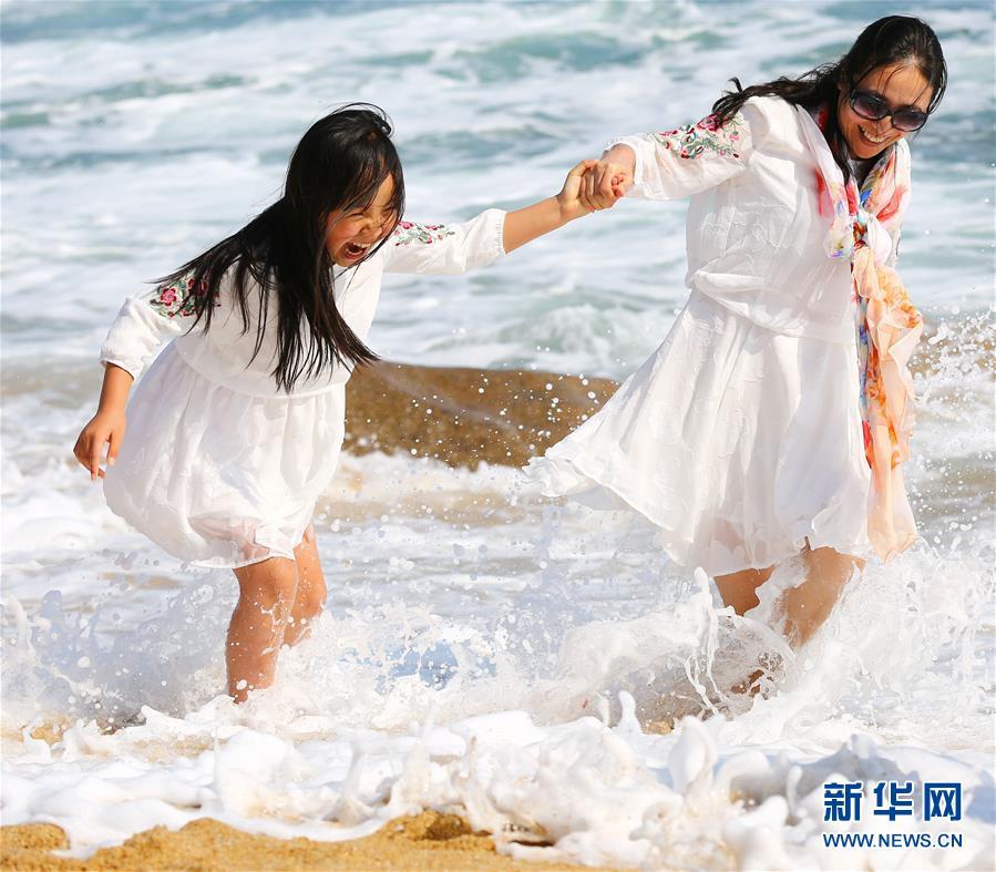 #(社会)(1)海南三亚:海边享春光