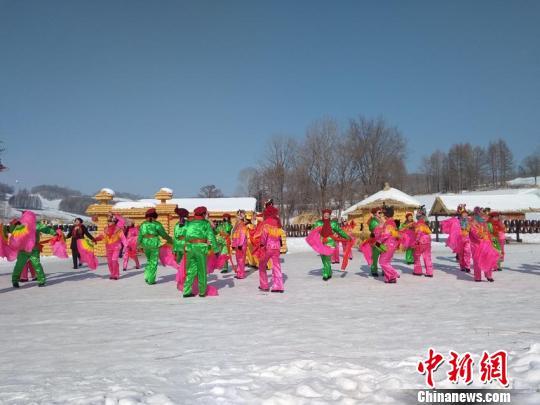 """吉林农民""""回乡记"""":冰雪旅游让农闲时间忙碌起来"""
