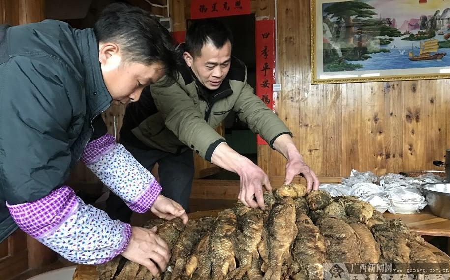 """【网络媒体走转改】宰鸭屯里""""打同年"""" 千人共庆"""