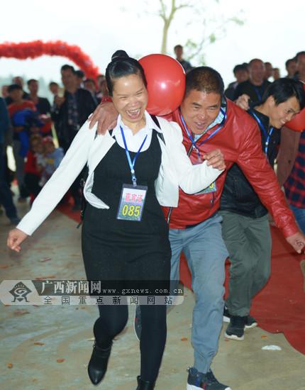 忻城:新春相亲大会场面火爆 上千人涌入现场(图)