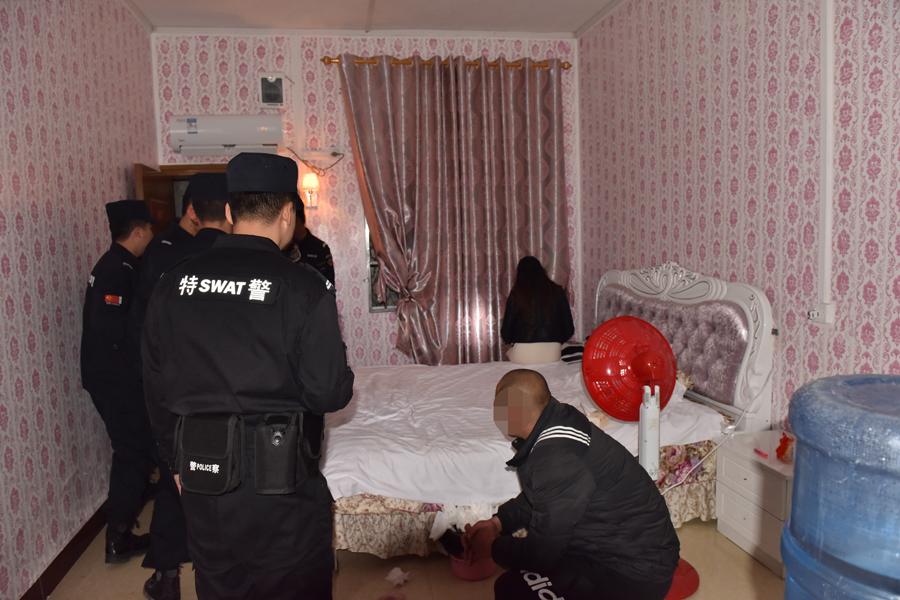 罗城警方突击清查娱乐场所 男女性交易被当场查获