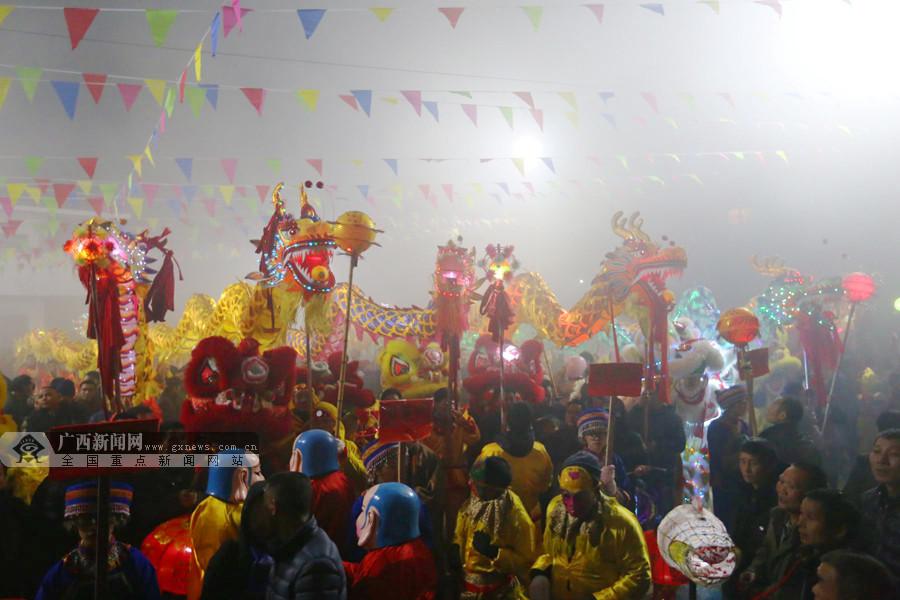 【新春走基层】龙胜伟江:龙狮共舞贺新春(组图)