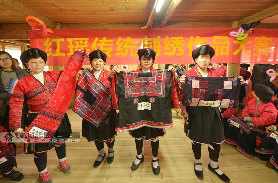 [新春走基层]百名瑶族妇女亮绝活 晒手工刺绣(图)