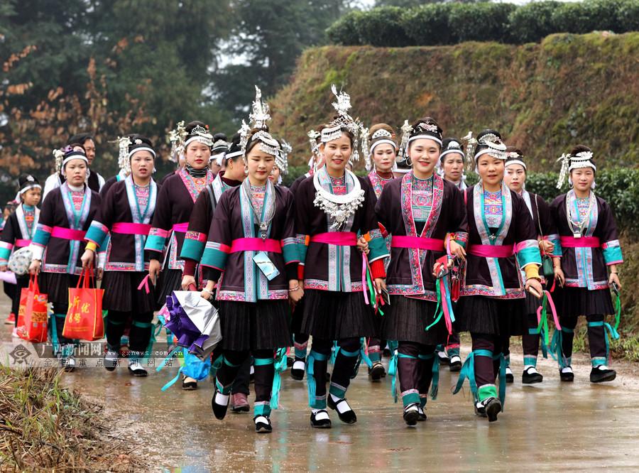 踩歌堂、赛芦笙 三江举行传统坡会喜迎元宵节,场面火爆嗨翻天!