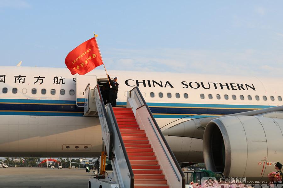 中国第五支赴利比里亚维和警察防暴队凯旋归建(组图)