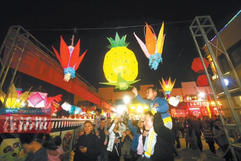 万人闹元宵 南宁菠萝岭花灯会吸引超过12万人参观