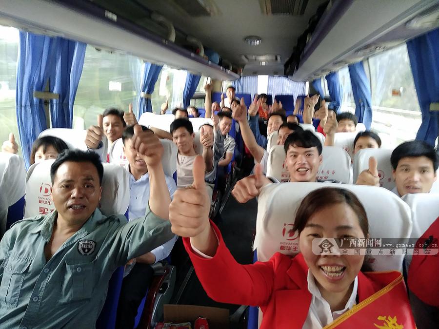 深圳-广西开通就业直通车 百余名务工人员赴深就业