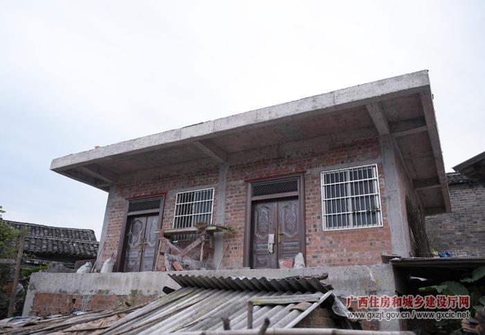 广西农村:过去五年360多万贫困农民搬新居(图)