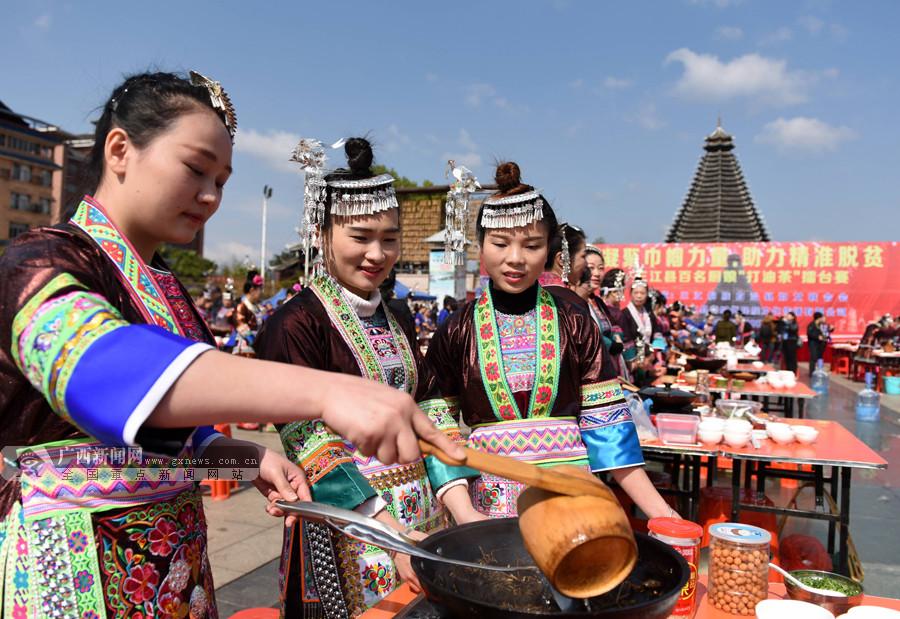高清组图:广西三江200余名厨娘打油茶擂台赛