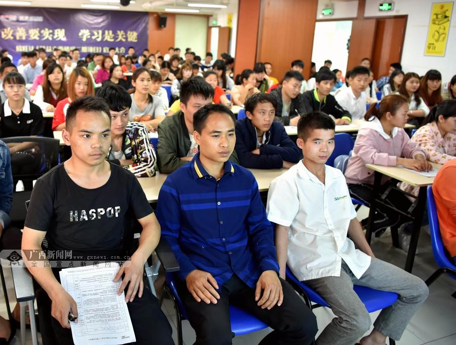 广西都安赴深圳的160名务工人员陆续上岗(组图)