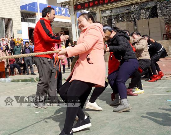 """趣味竞技庆""""三八""""妇女节 基层妇女乐翻天(图)"""