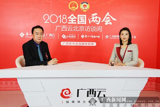 郑军里代表:拓宽就业渠道 提高毕业生就业率