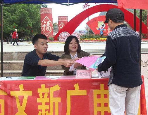 贺州开展2018年青少年学雷锋集中志愿服务日活动