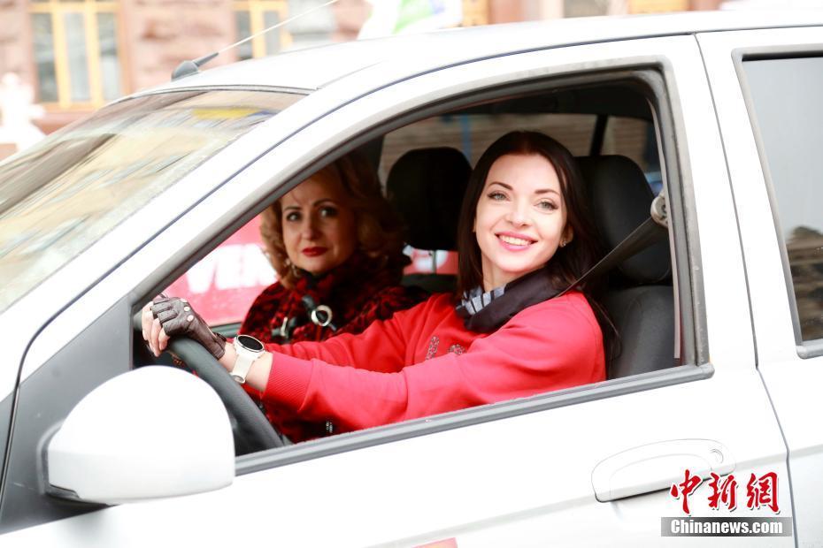 乌克兰举行女子汽车拉力赛