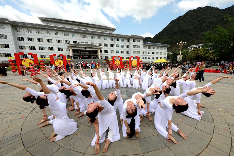 纪念三八国际劳动妇女节 凌云巾帼展风采(组图)