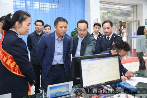 自治区国税局局长汤志水到大化县调研国地税合作