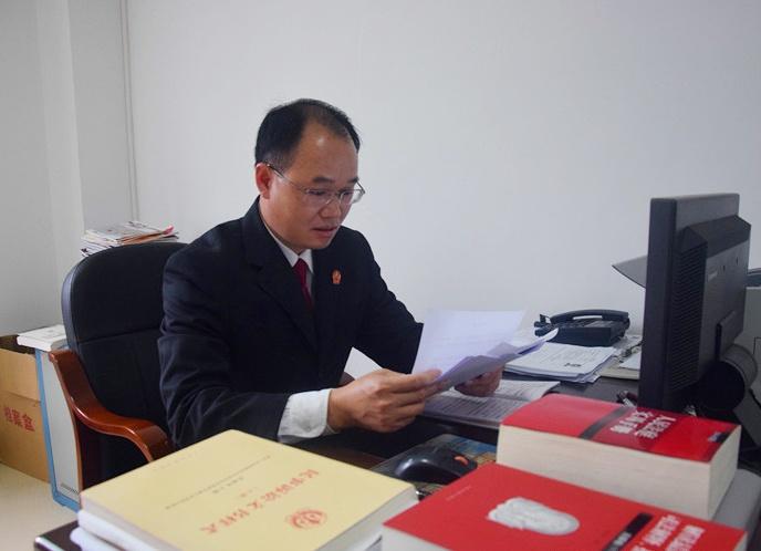 防城港:基层法庭当班法官的一天(组图)