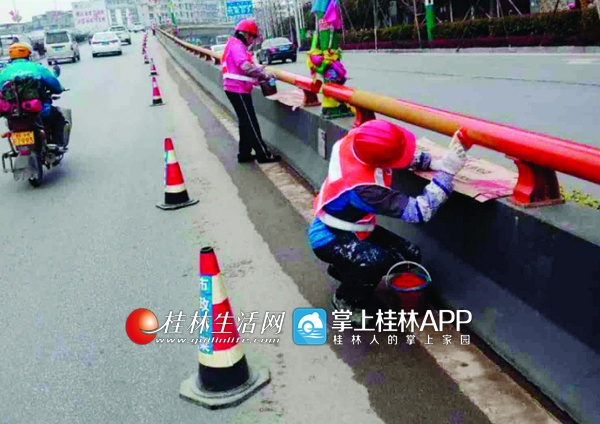 """重庆时时彩稳赚不赔:桂林北辰立交桥防撞护栏正在""""变色""""_提高警示效果"""