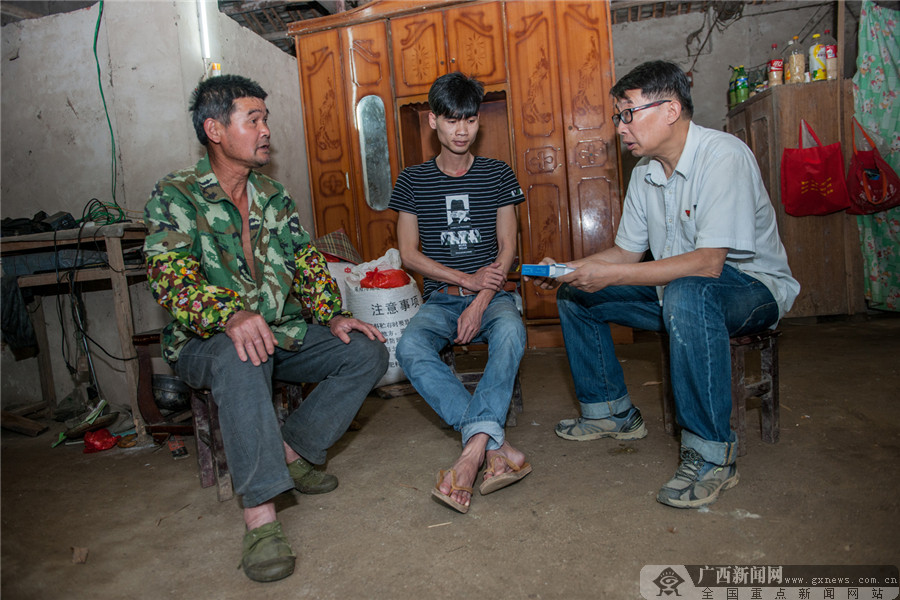 冷的边关热的血 记中国人寿驻村第一书记张军民
