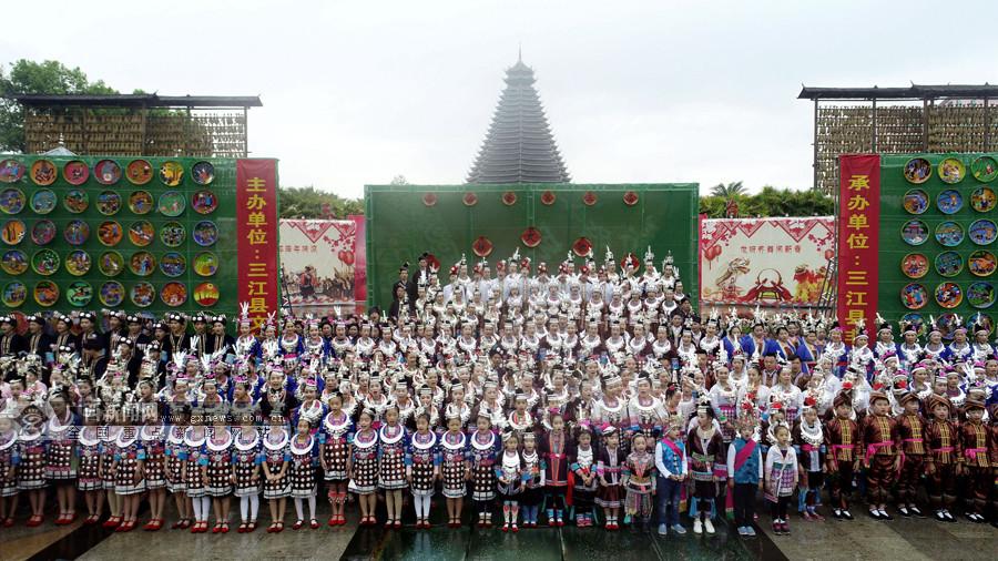 震撼!广西三江千人唱响侗族大歌(组图)