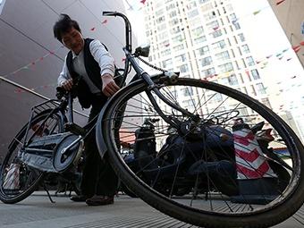他花20多年 收藏进口且已停产自行车(图)