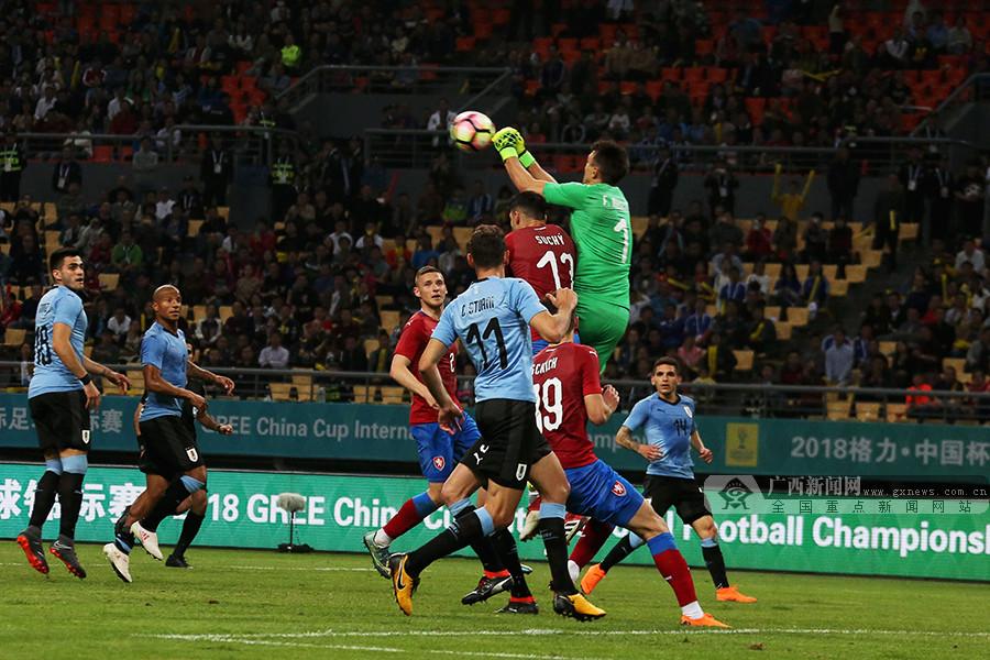 乌拉圭2-0捷克进决赛 苏神点射卡瓦尼倒钩破门