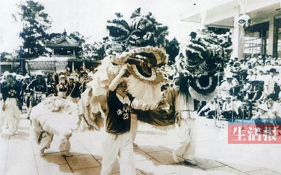 """从痴迷舞狮到制作龙狮 40多年来他一直与""""龙""""共舞"""