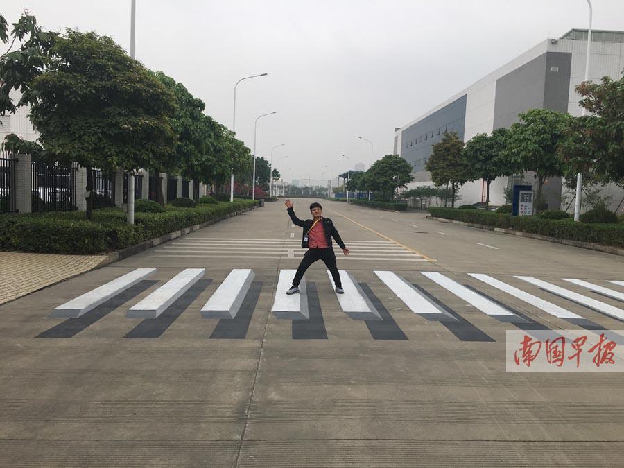 """南宁现3D逼真斑马线 """"逼""""老司机轻踩刹车(图)"""