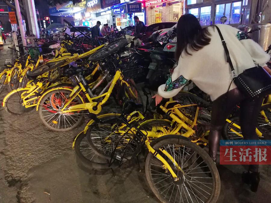 乱停乱放成痛点 共享单车如何实现有序停放?(图)