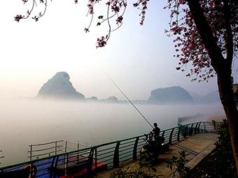高清组图:柳州市柳江段现平流雾景观 宛若瑶池