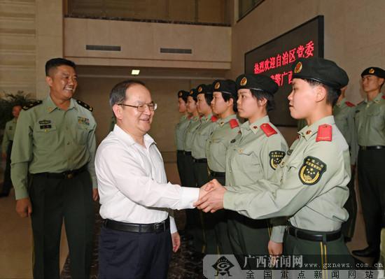 鹿心社走访看望驻桂部队和武警官兵