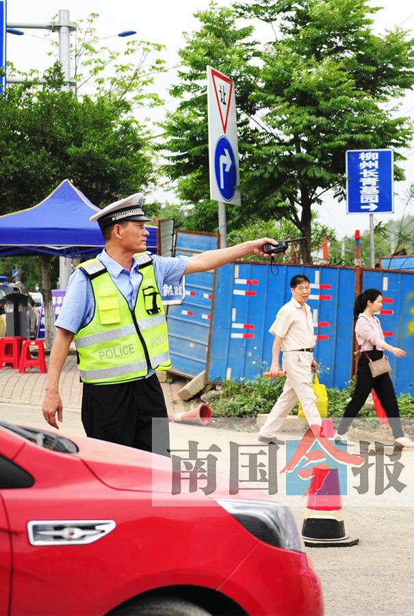 清明首日广西祭扫大军超百万 建议避开高峰时段