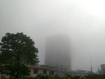 高清组图:融安清晨大雾笼罩 能见度最低仅有百米