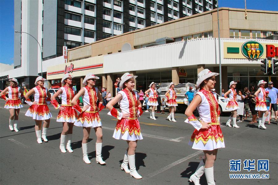 (国际)(2)纳米比亚举行狂欢节花车游行