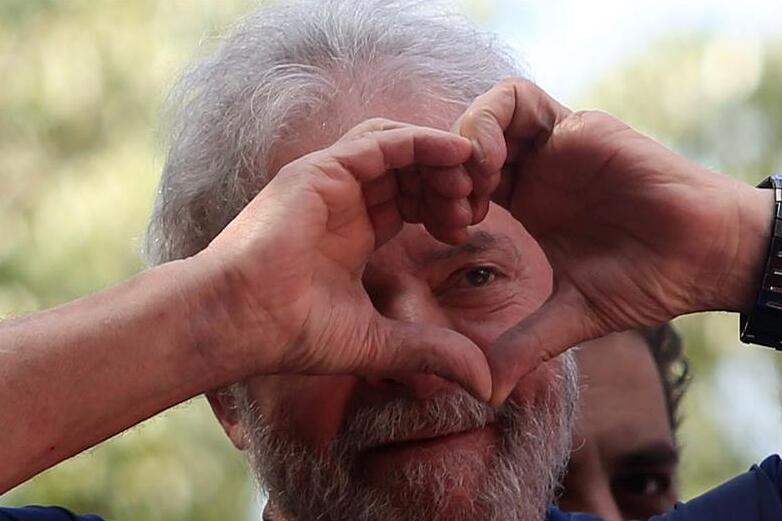巴西前总统卢拉表示将入狱服刑