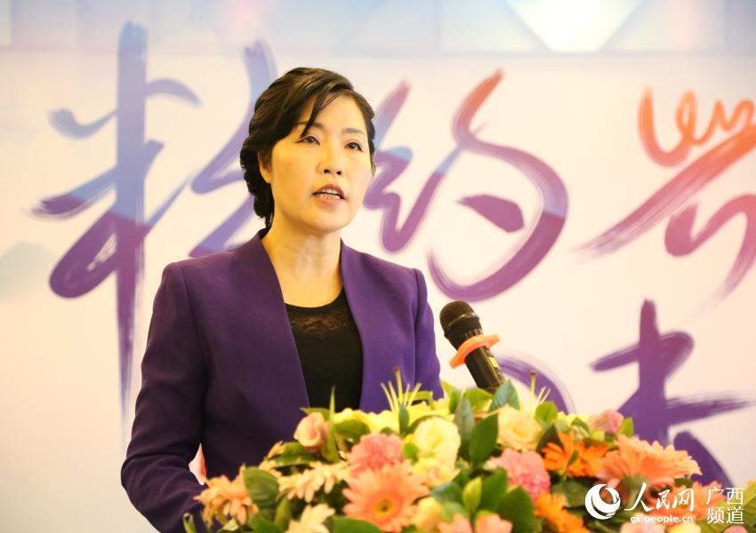 兴安县委常委、宣传部长、副县长庄慧琼在发布会上介绍本届文化节筹备情况