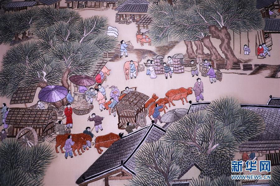 #(文化)(4)河北石家庄:刺绣艺人绣出8米长《清明上河图》