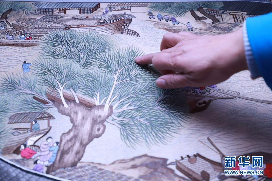 #(文化)(3)河北石家庄:刺绣艺人绣出8米长《清明上河图》